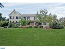 8 Adams Dr, Cranbury, NJ 08512