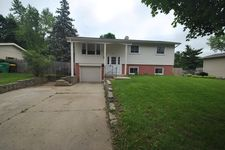 923 Nottingham Ln, Crystal Lake, IL 60014