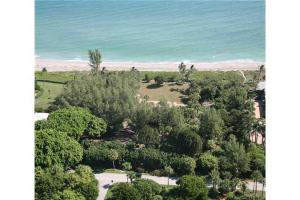 33 S Beach Rd, Hobe Sound, FL 33455