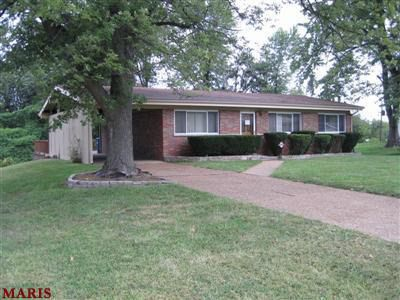 9579 Indian Meadows Dr Olivette MO 63132