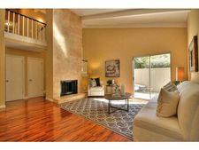 19403 Vineyard Ln, Saratoga, CA 95070