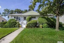 822 Gehrig Ave, Franklin Square, NY 11010