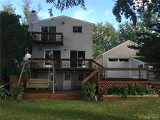 1630 Lakeview Dr, Wolverine Lake Vlg, MI 48390