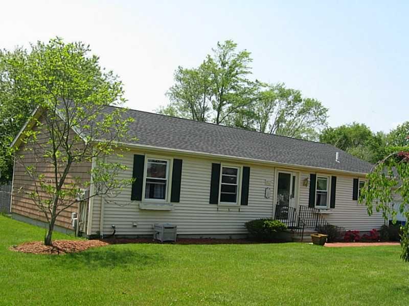 132 Oak Forest Dr Middletown, RI 02842