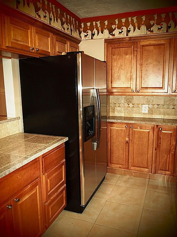 635 davis rd league city tx 77573 for Kitchen cabinets 77573