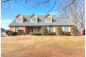 1006 Peterson Ln, Maryville, TN 37803