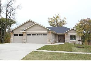 1910 Silver Maple Trl, North Liberty, IA 52317