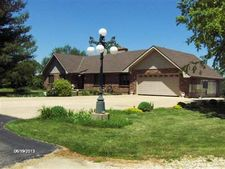 8101 White Oaks Rd, Wonder Lake, IL 60097