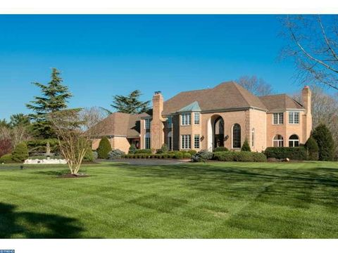 406 Pond View Dr, Moorestown, NJ 08057