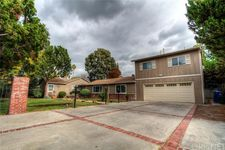 5430 Woodlake Ave, Woodland Hills, CA 91367