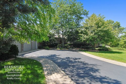 5660 Shadowbrook Ct, Libertyville, IL 60048