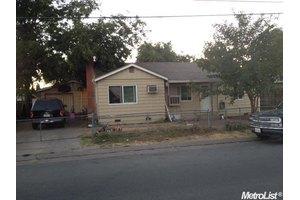 1921 S Adelbert Ave, Stockton, CA 95215