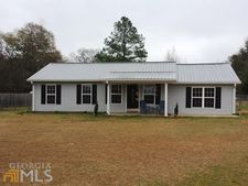 28 Red Bird Dr, Hawkinsville, GA 31036