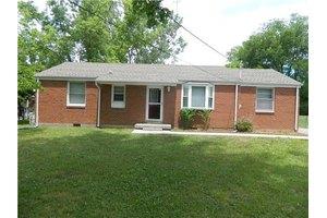 1807 Gardner Dr, Murfreesboro, TN 37130