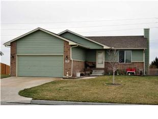 808 S Longbranch Dr, Maize, KS