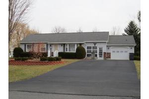 8 Barley Ct, Waterford, NY 12188