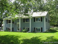 39 Queensway Dr, Sherman, IL 62684