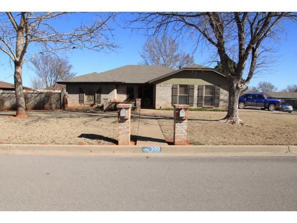 300 Sondra Dr Elk City OK 73644 Home For Sale And Real Estate Listing R