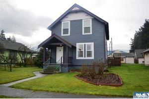 704 E 2nd St, Port Angeles, WA 98362
