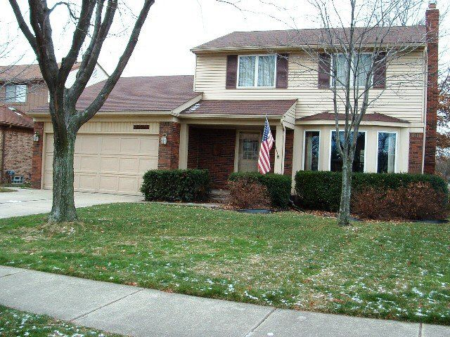37171 Evergreen Dr, Sterling Heights, MI