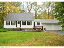 19 Woods Rd, Bloomfield, CT 06002
