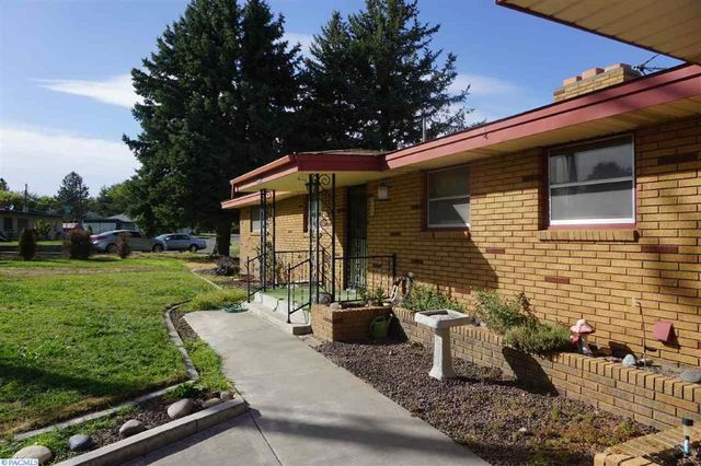 324 w 27th ave kennewick wa 99337 home for sale and