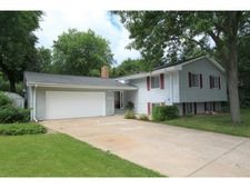 2491 Brooks Cir, Roseville, MN 55113