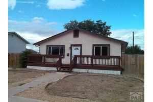 3833 Sheffield Ln, Pueblo, CO 81005