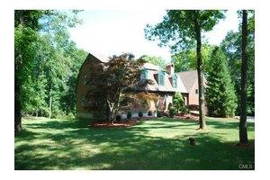 7 White Oak Farm Rd, Newtown, CT 06470
