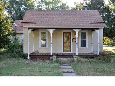 424 Pine St, Halstead, KS