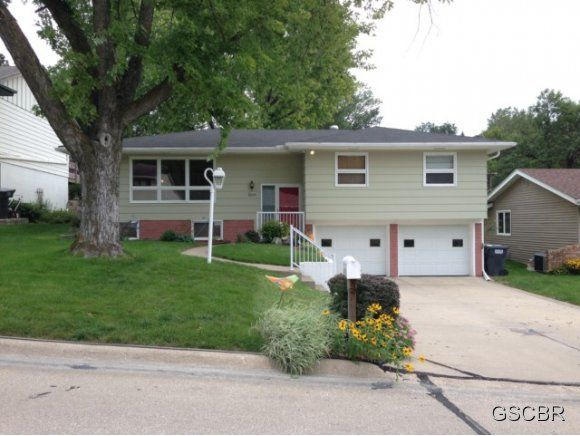 3244 Viking Dr, Sioux City, IA 51104