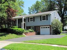 37 Kirby Dr, Morrisville, PA 19067
