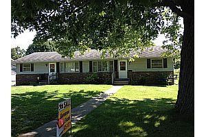 300 and 302 N Olive St, Toulon, IL 61483