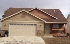 445 3rd Ave, New England, ND 58647