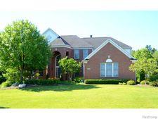 415 Hampton Woods Ln, Orion Township, MI 48360