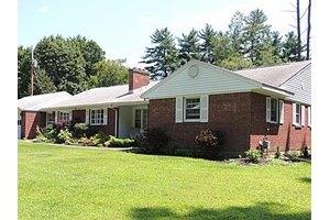 4 Roberts Ln, Saratoga Springs, NY 12866