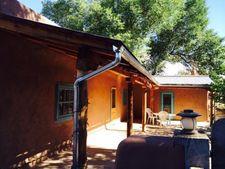 34 Ortiz Ln, Talpa, NM 87571