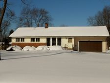 8304 Fairlane Dr, Macedonia, OH 44056