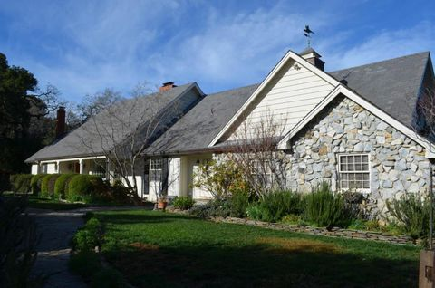 26811 Taaffe Rd, Los Altos Hills, CA 94022