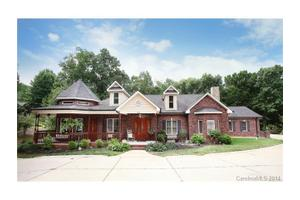 109 Folkstone Rd, Mooresville, NC 28117