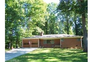 110 Woodland Dr, Jamestown, NC 27282