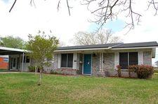 1404 Leon Dr, Port Lavaca, TX 77979