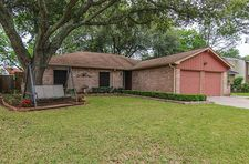 16418 Forest Bend Ave, Friendswood, TX 77546