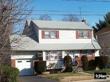 931 Fulton St, Farmingdale, NY 11735