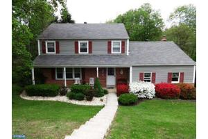 482 Rolling Dr, West Chester, PA 19380