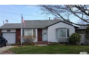 307 W 16th St, Deer Park, NY 11729