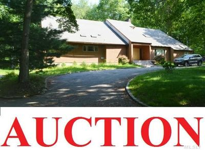 16 Woodfield Ln, Glen Head, NY
