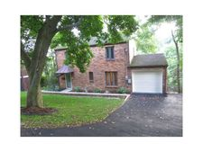 310 Castlegate Rd, Forest Hills Boro, PA 15221