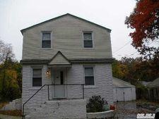56 Spruce St, Wyandanch, NY 11798