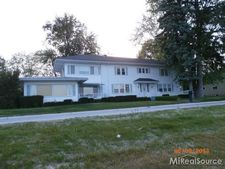 2740-2 River Rd, Marysville, MI 48040